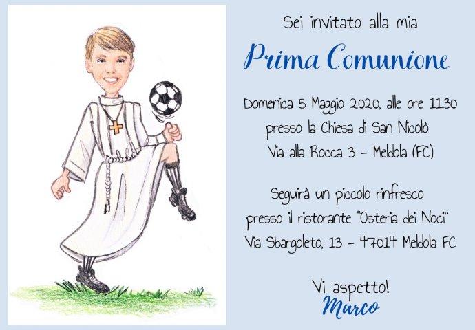 Invito Comunione digitale personalizzato con scenetta di bambino che gioca a calcio.