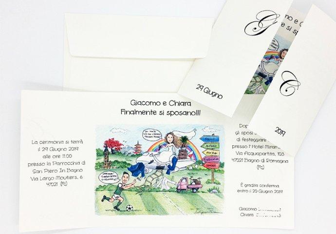 Partecipazione nozze finestra con disegno caricatura fedele di sposa che arriva in aereo e prendere su lo sposo intento a giocare calcio per partire verso i paesi desiderati