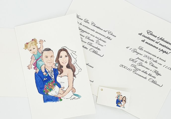 Invito nozze standard con disegno in stile carcatura fedele di sposi teneramente abbracciati con figlioletta che saluta sulle spalle del babbo.