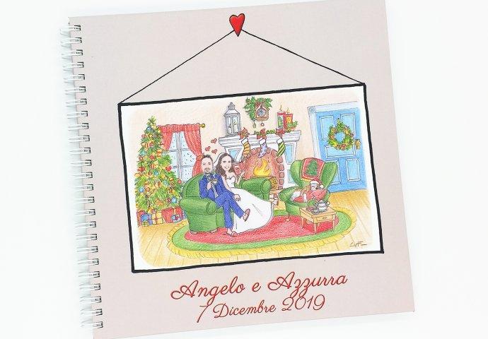 Guestbook con rilegatura a spirale e stampa disegno caricatura fedele di sposi che festeggiano il Natale seduti sul divano insieme alla loro cagnolina mentre fuori nevica