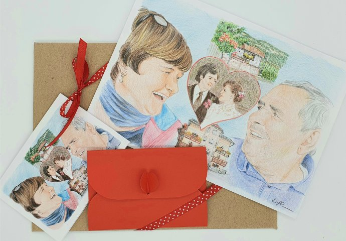 Ritratto Fedele Fatto a Mano realizzato come regalo per anniversario di Nozze completo di Biglietto d'Auguri con busta e confezionamento in busta cartonata col. havana chiusa con il nastro.
