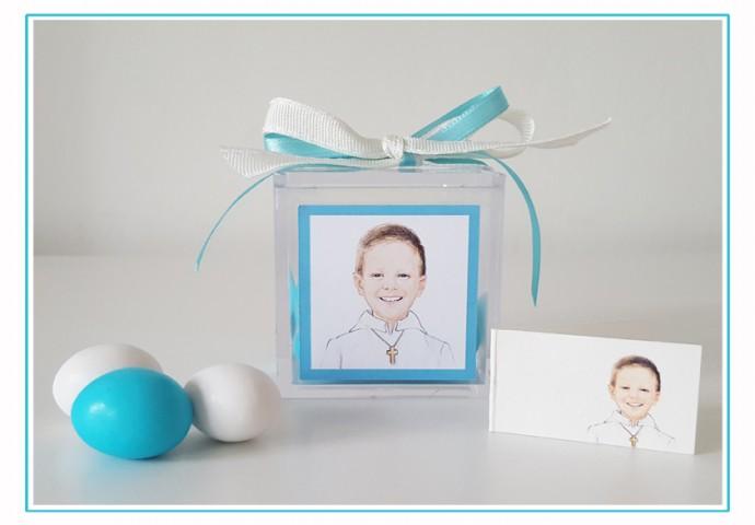 Scatolina plexiglas porta confetti completa di etichetta adesiva personalizzata con disegno bambino in stile ritratto fedele