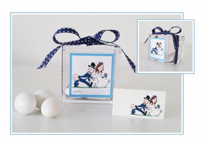 Scatolina in plexiglas completa di etichetta adesiva con scenetta caricatura fedele di sposa che tira il marito spinto dal figlioletto